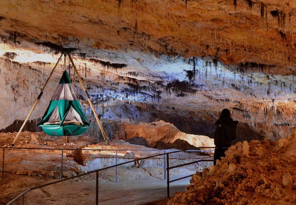 Во Франции за 90 евро предлагают переночевать в Aven Grotte La Forestière