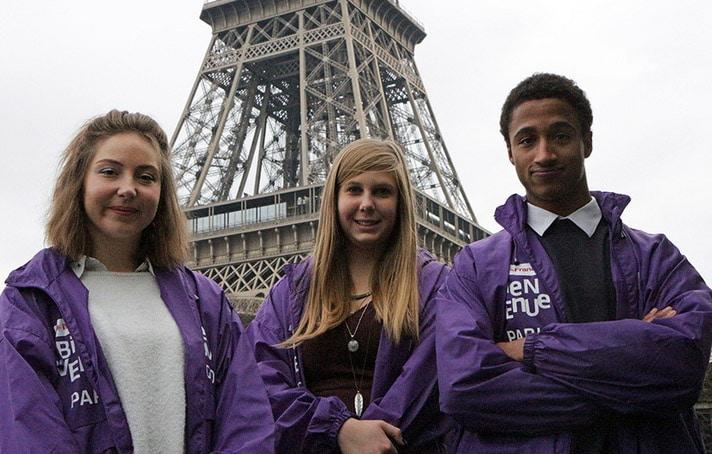 В Париже началась волонтёрская акция в помощь туристам