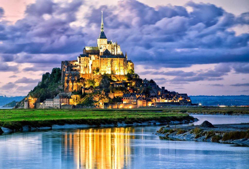 На остров-крепость Мон-Сен-Мишель обрушилась критика