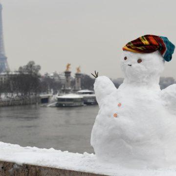 Париж снег